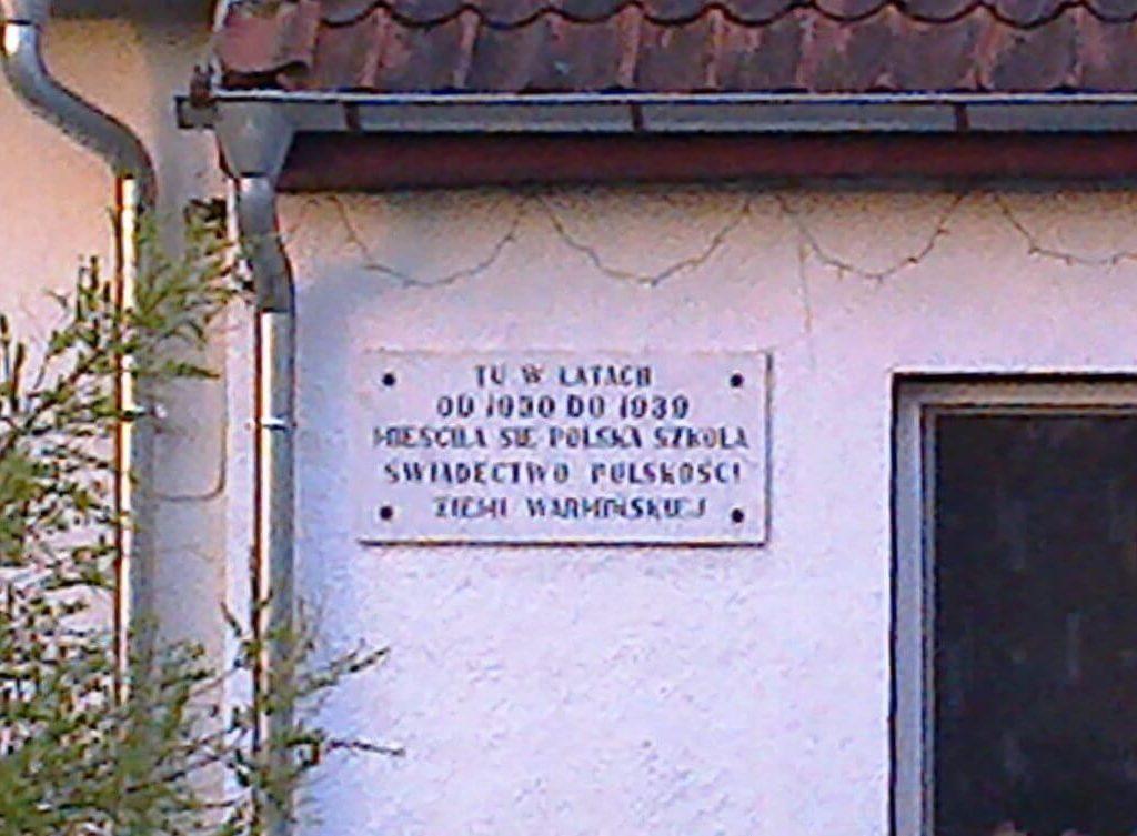 Tablica nadawnej szkole polskiej wPurdzie