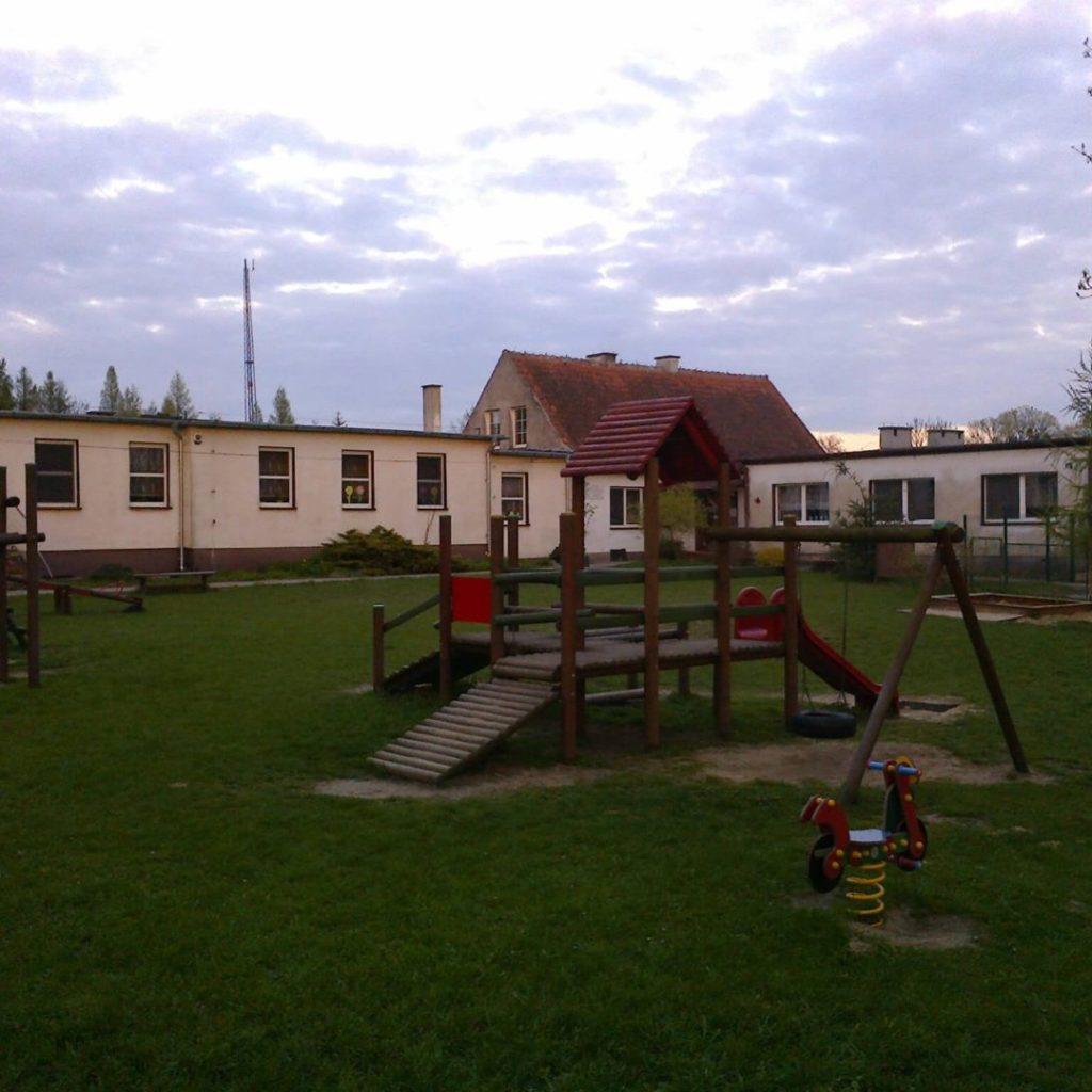 Kompleks przedszkolny wPurdzie (widoczny dom, wktórymmieściła się polska szkoła)