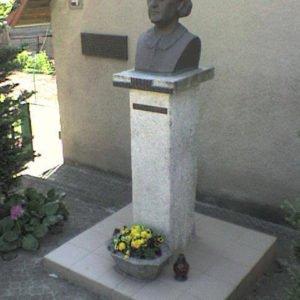 Pomnik M. Zientary-Malewskiej wBrąswałdzie