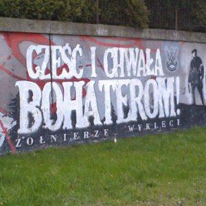 """Olsztyński mural, poświęcony """"Żołnierzom Wyklętym"""", m.in.V Brygadzie Wileńskiej AK"""