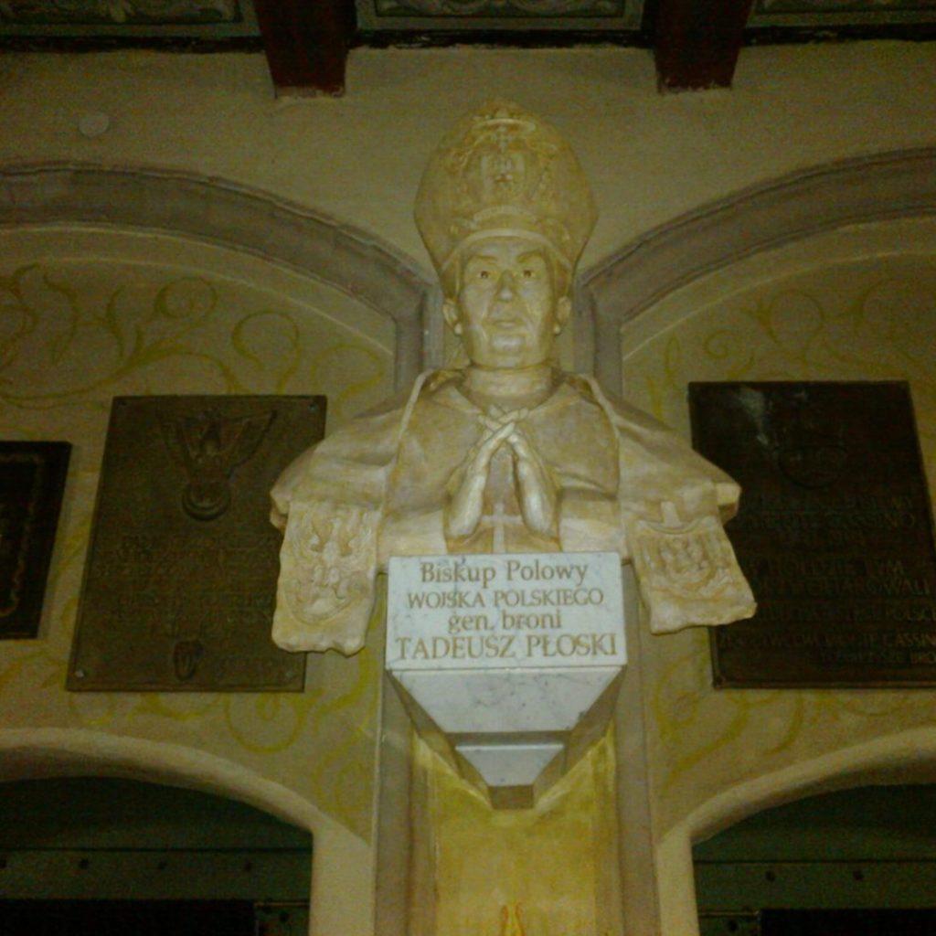 Popiersie bp. T. Płoskiego wolsztyńskim kościele garnizonowym