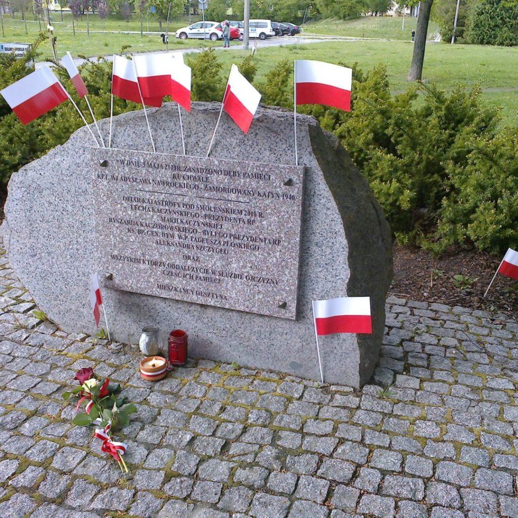 Obelisk upamiętniający ofiary Katynia iSmoleńska wolsztyńskim parku im.Janusza Kusocińskiego