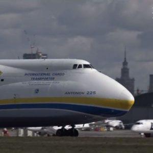 Polityka wcieniu zarazy: Antonow wylądował, aTusk się schował
