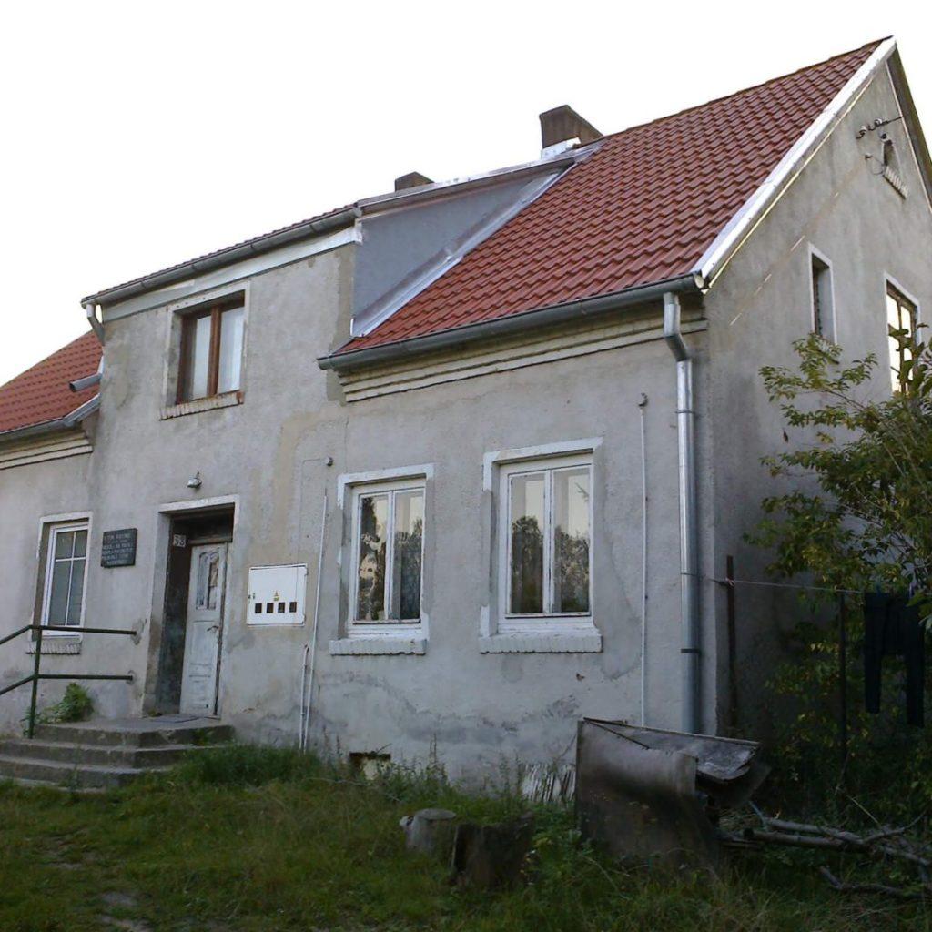 Dom, wktórymmieściła się polska szkoła wSkajbotach