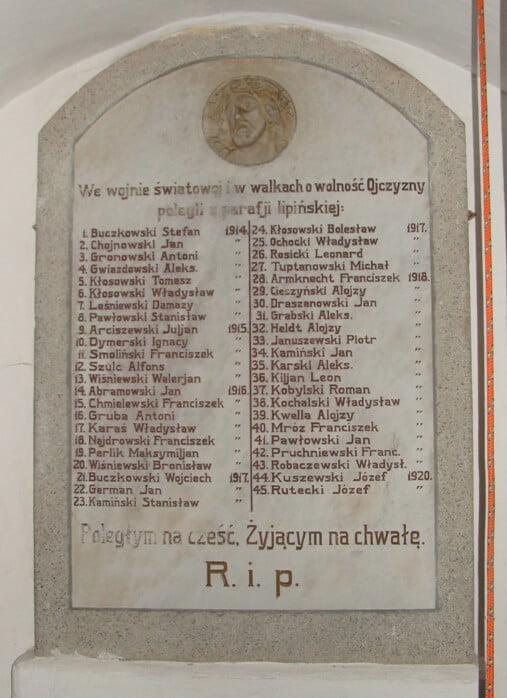 Tablica znazwiskami poległych nafrontach Iwojny światowej orazw1920 roku, znajdująca się wkościele wLipinkach