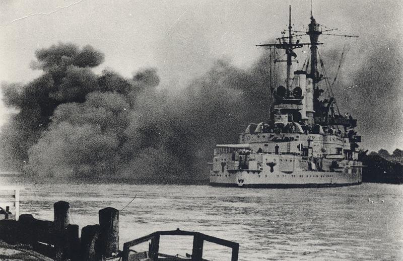 Pancernik Schleswig Holstein ostrzeliwuje Westerplatte - Opinie Olsztyn (debata Olsztyn)