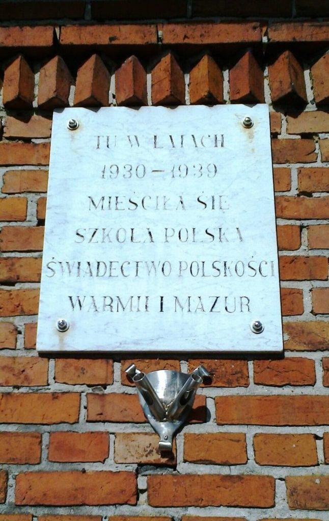 Tablica nadawnej szkole iprzedszkolu polskim wWorytach