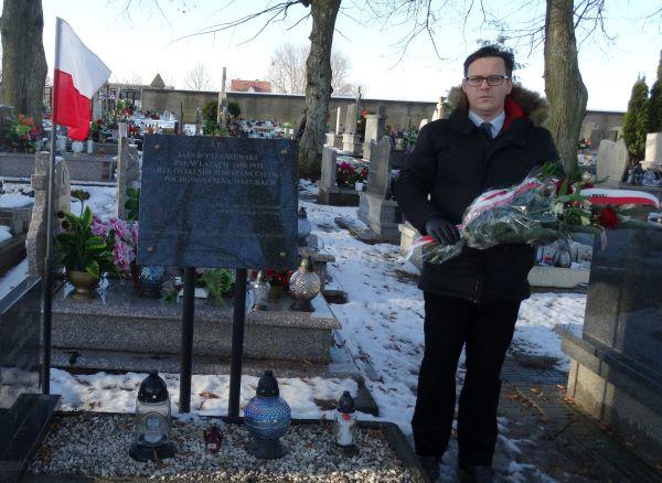Paweł Warot przy grobie