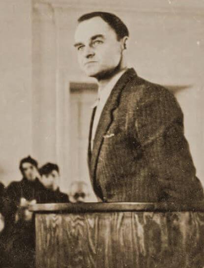 """Rtm. Witold Pilecki ps. """"Witold"""" podczas składania wyjaśnień przedsądem (fot.zarchiwum IPN)"""