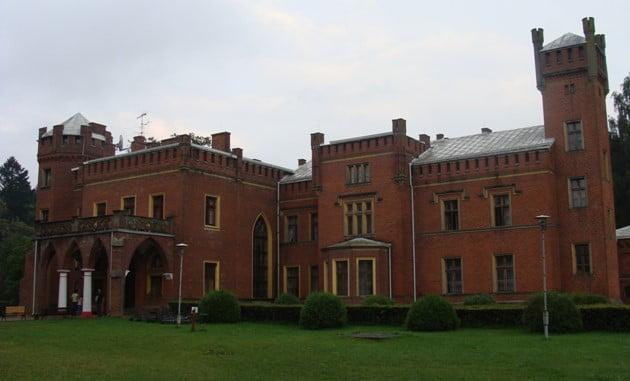"""Pałac –""""zamek"""" wKarnitach"""