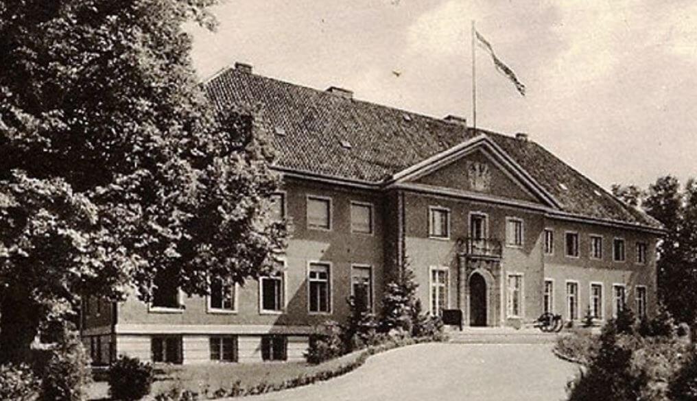 Pałac wOgrodzieńcu –lata 30-te XX wieku (zezbiorów autora)