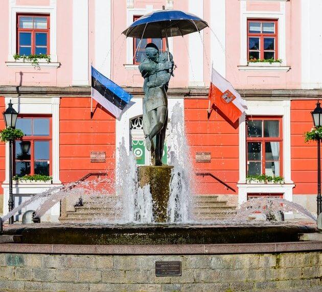 Biało-czerwona flaga miasta Tartu